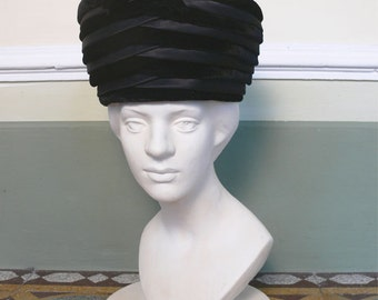 1950s Vintage black velvet and satin hat