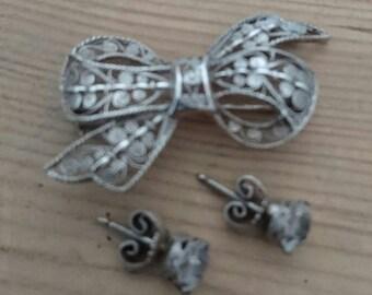 Vintage silver filigree bow brooch and stud earrings