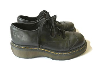 Doc Martens Platform Low Cut Chunky Combat Boots 5 Eye Black Leather Made in England 90s 1990s Grunge UK 6 US 9 Dr Martens Air Wair DM's