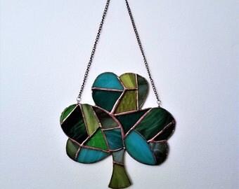 Shamrock Suncatcher, 7x7 Inch Shamrock Mosaic,Made-To-Order Green Glass Shamrock,Saint Patrick's Decor,Beautiful Mosaic Art,Irish Decoration