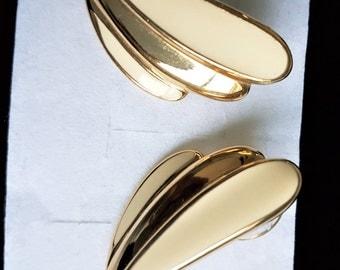 Signed Trifari post earrings, designer earrings, post earrings, cream earrings, gold tone earrings, 1970s earings, vintage earrings