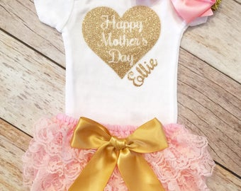Happy Mothers Day Onesie, Baby Girl Onesie,First Mothers Day,Mommy and me Outfit, Gold Onesie, Mommys Girl Onesie, Mothers Day Gift