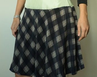 Checkered black and white skirt with band