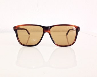 Vintage 80s Brown sunglasses, wayfarer style, classic vintage style glasses.