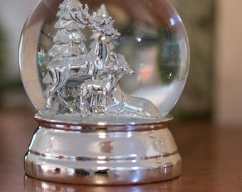 XL- Noble snow globe- reindeer family - silver plated and start-protected - 12 cm- 750g- Great snow globe reindeer metal