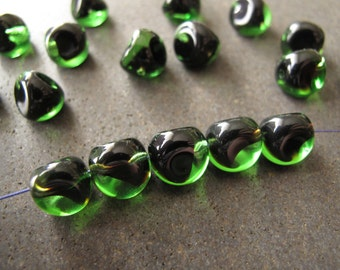 12pcs Vintage Two Tone Emerald Green and Black Triangle Profile Beads 10mm From 1960s Austria - B-08G-163