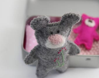 Wee Mouse Plush in Tin House Box, Quiet Play Time, Travel Toy, Busy Bag, Keepsake Gift, Felt Mouse Plush, Pocket Toy, Altered Altoids Tin