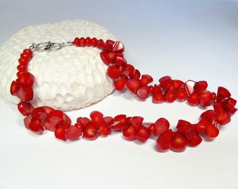 Red necklace. Coral necklace. chunky red necklace. Hand beaded necklace. Holidays gift