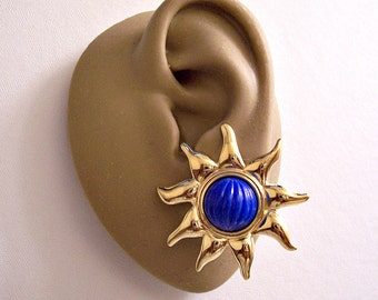 Monet Blue Ribbed Sun Rays Clip On Earrings Gold Tone Vintage Large Round Pointy Spikes Brushed Backs Comfort Paddles