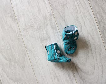 Baby booties - Stay on booties - Baby slippers - Baby boy - Baby girl - Baby accessories - Baby shower - Birth gift - Arrow