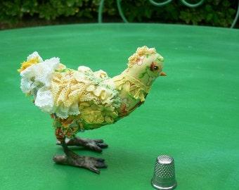Oiseau exotique Sculpture textile jaune, Petit oiseau en tissu, fabric sculpture bird, OOAK création Chiffonnelle idée cadeau