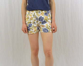 Vintage Floral High Waisted Shorts, Size XS, Grunge, 90's Clothing, Size Zero, Steffano International, Boho, Hipster, Indie Clothing