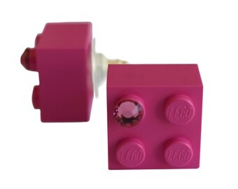 Dark Pink LEGO (R) brick 2x2 with a Pink SWAROVSKI crystal on a Silver/Gold plated stud