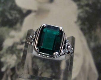 Lovely Sterling Silver Emerald Ring Size 7.75