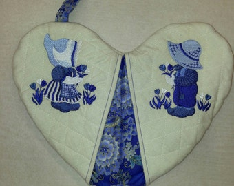 Blue Delft - Sunbonnet Sue & Fisherman Fred - Heart Shape Pot Holder #16