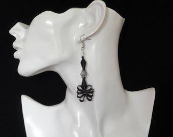 Black earrings / spiral Earrings
