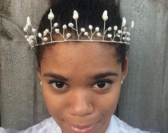 Freshwater Pearl Crown, Mermaid Wedding Crown, Pearl Wedding Tiara, Pearl Bridal Crown, Wedding Hair Crown, Wire Wedding Crown, Beaded Tiara