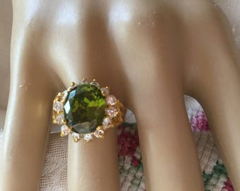 Antique vintage 18K Gold Ring with large Peridot  and White Sapphires ring size N