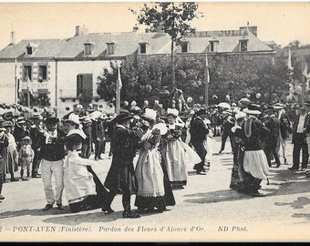 Pont Aven, France,  Antique 1916 Used Black and White Postcard, Pardon des Fleurs d'Ajoncs d'Or - Costumes