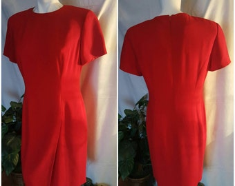 AA4-- Elegant vintage dress-Size 10-Hot red color-Valentines day-Gift-Formfitted-Zipper on back-Formal or causal-Office attire-Lady in red