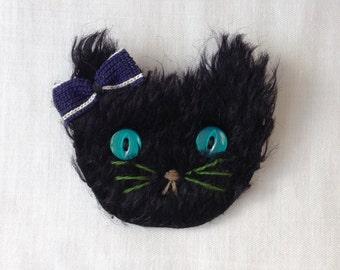Blue field cat brooch