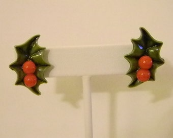 Vintage Green Red Holly Berry Holiday Christmas Lucite Screw Back Earrings