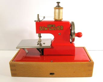 Vintage 1940s KAYanEE Child's Sew Master Sewing Machine