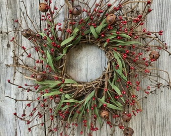 Christmas Wreath with Rusty Bells, Pip Berries and Green Leaves, Country Wreath, Country Christmas, Primitive Wreath, Front Door Wreath