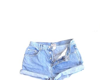 Guess jeans USA. Vtg natural blue, highwaisted, original wash 100% cotton denim shorts.