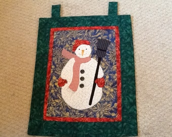 Christmas snowman fusible applique, hand quilted wallhanging
