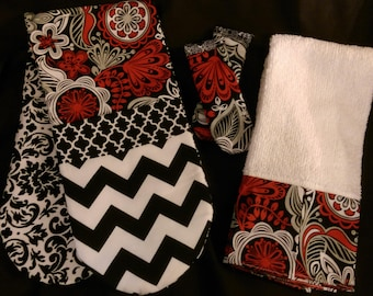 Two-handed Potholder Set with Two Panhandle covers and Matching Towel