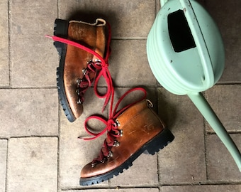 Vintage All leather Made in the US//lace up brown ankle boots// tough hiking boots// size 7.5 Womens//work boots