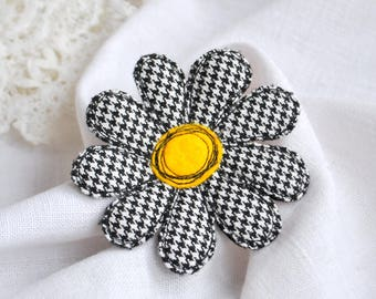 Textile flower brooch Chamomile fabric brooch Single flower pin Felt brooch Fiber art brooch Fabric flower pin Goose foot pattern jewelry
