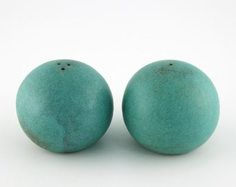 FREE SHIPPING Salt and Pepper Shakers, handmade ceramic shakers, turquoise shakers with soft round shape, comfortable to hold (N-spb-15)