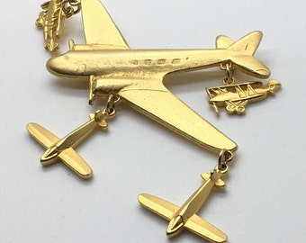 Vintage Airplane Charm Brooch Pin Gold Tone Travel Flying Air Pilot Passenger Military Flying Flight Attendant Airport Worker