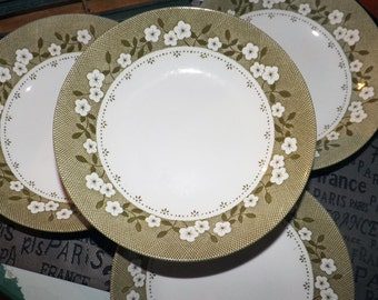 Vintage (c. early 1960s) J&G Meakin Mayflower cereal, soup or salad bowl. Green, white flowers, lattice verge.