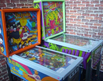 THE BEATLES Yellow Submarine Miniature Pinball Table Model 1/12 Scale