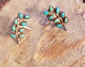Vintage Sterling Silver petite point turquoise earrings - Sterling screw back earrings - Native American earrings  NX1778
