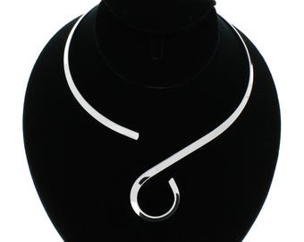 Shiny Silver S Loop Swirl Design Choker Collar Necklace Wire (CS3)