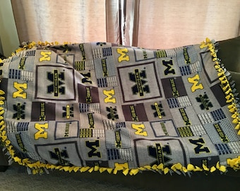 Love sports.... Stay warm with this University of Michigan blanket.