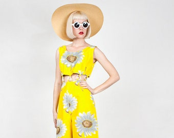 Vintage 1960s Cotton Floral Playsuit / Jumpsuit with Plastic Rings