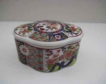 Vintage small Imari style trinket box