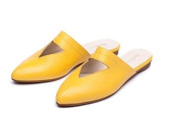 Yellow shoes, yellow mules, yellow clogs, women shoes, women yellow shoes, women clogs, handmade leather shoes by Burlinca. Lia model.