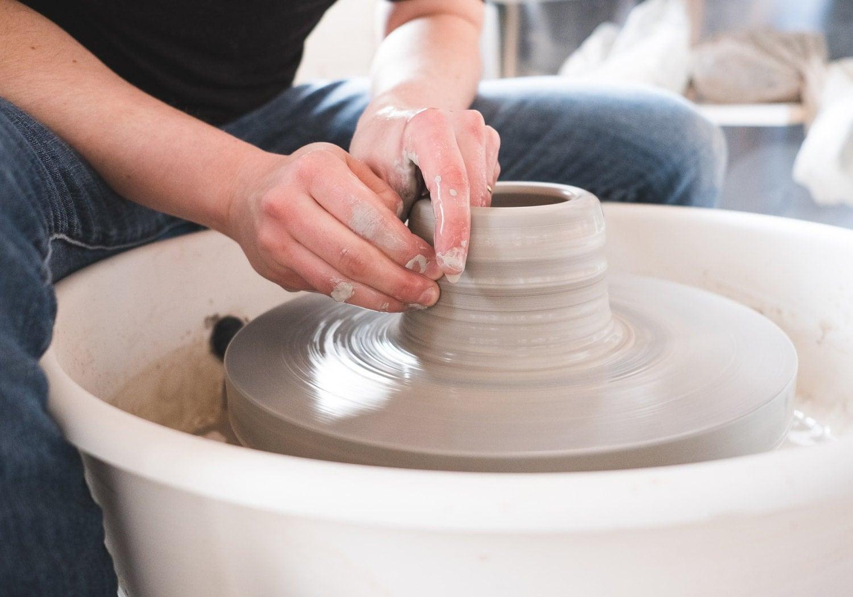 Wheelthrowing: making a mug