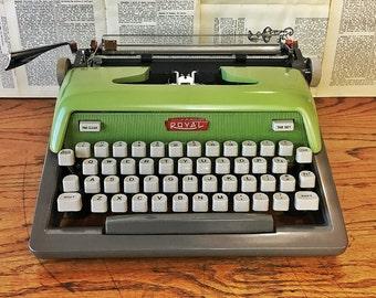 Vintage Typewriter, Green Royal Futura 800, Manual Working Portable Typewriter, Housewarming Gift, Vintage Typewriters, Office Decor