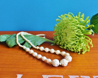 Vintage Plastic Roses Necklace in Creamy White, Retro Jewellery