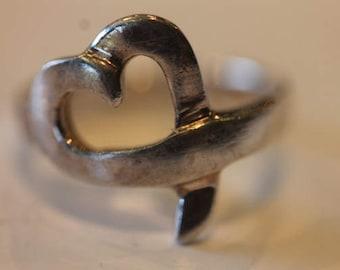 Modernist sterling silver vintage open work heart ring size 6
