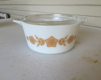 Butterfly Gold Pyrex 474 Casserole Dish w/ lid
