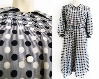 Plus size vintage dress in white and blue polka dots and stripes, size EU 44 / UK 16 / US 14