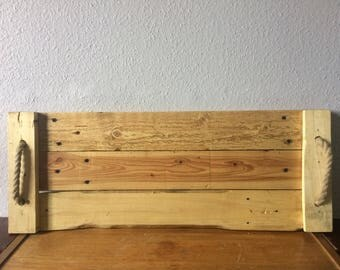 Pallet tray with rope handles.